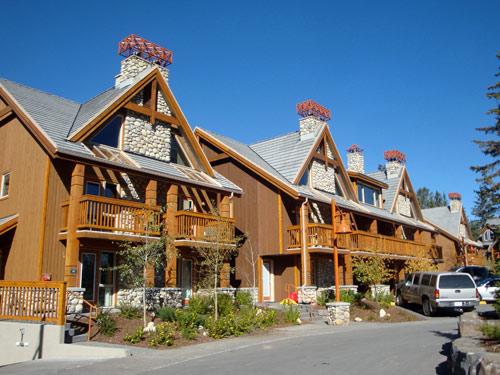 Ein Hotel in Banff von außen