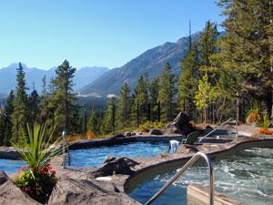 Ein Hotelpool in Banff