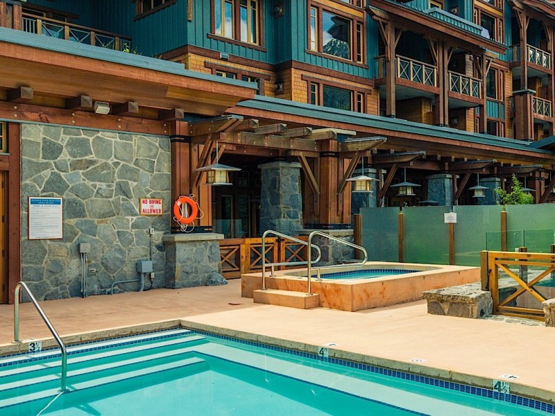 Pool Komfort Hotel Whistler