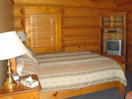 Ein rustikal eingerichtes Schlafzimmer