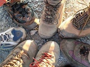 Wanderschuhe einer Familie in Whistler