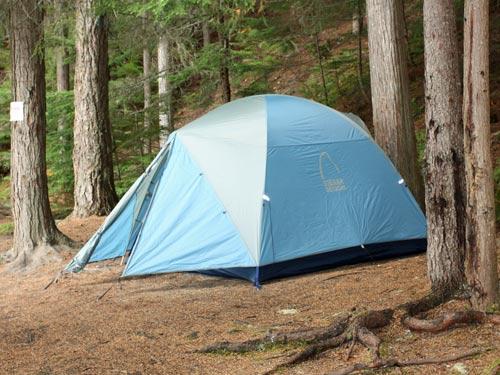 Ein Zelt in der Wildnis