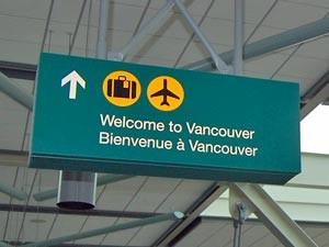 Ein Schild am Flughafen Vancouver