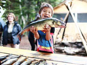 Manawan Jung mit Fisch
