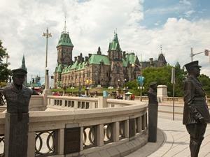 Stadtbesichtigung Familienreise Ottawa Parliament