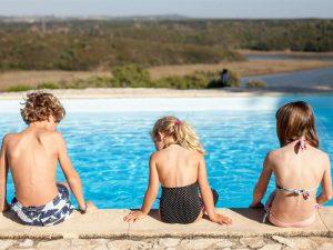 Portugal familiereis met kinderen - zwemmen